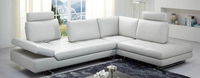 Nueva Louis Leather Sectional